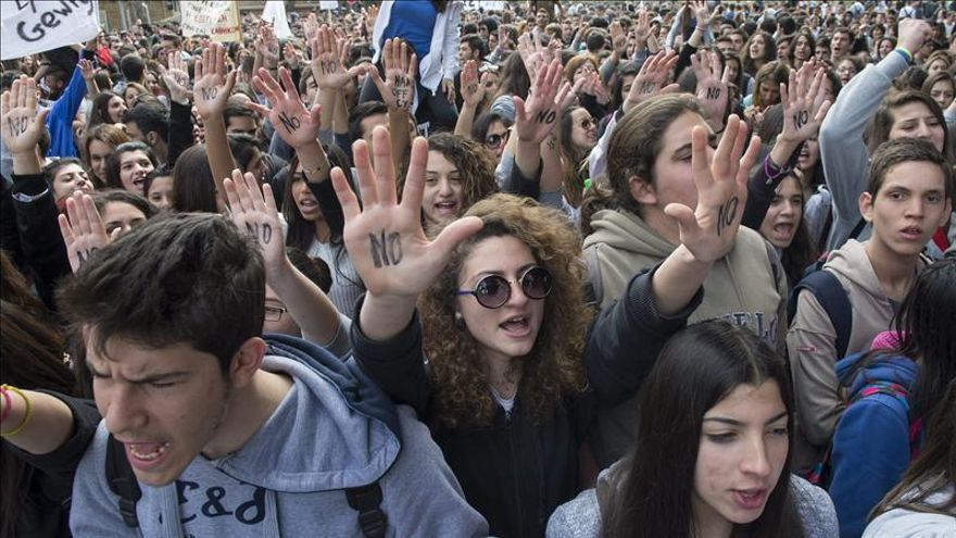 Los estudiantes han protagonizado la primera gran manifestación en Chipre contra la troika.