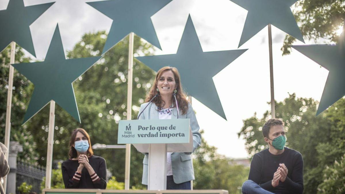 Mónica García, Íñigo Errejón y Rita Maestre en el mitin de cierre de campaña.