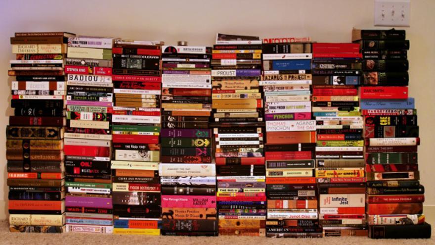 Montaña de libros - El Asombrario