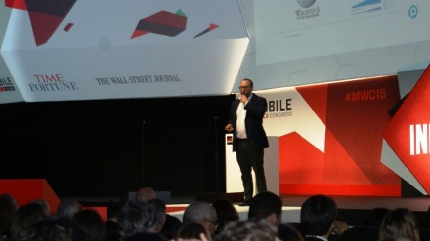 Jimmy Wales, en el escenario del MWC