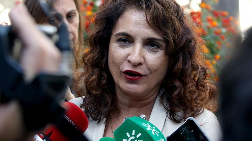 """Montero asegura que la equidad y el reparto """"justo"""" de todos los recursos presidirán el debate"""