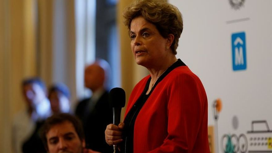 "Rousseff combate en Uruguay ""parásitos"" que amenazan democracia en A.Latina"