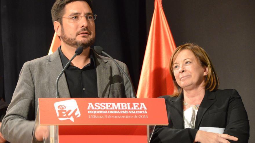 Ignacio Blanco y Marga Sanz en la asamblea de primarias de EU.