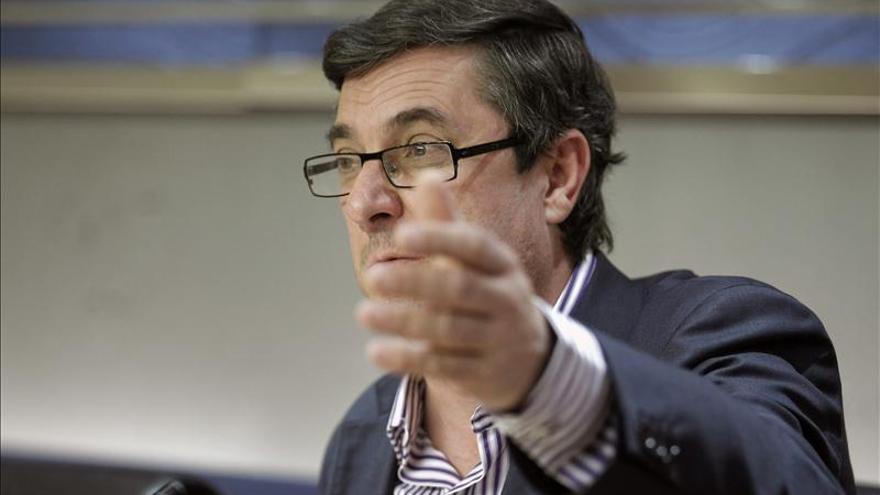 """IU acusa al PP de dar un """"golpe institucional"""" en el Congreso"""