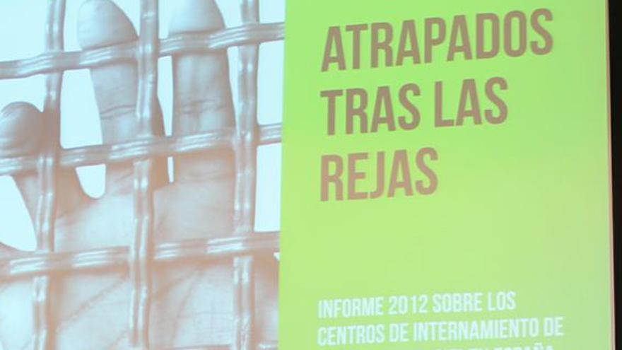 """Robertulio Caicedo durante la presentación del informe """"Atrapados tras las rejas"""". (Elena Rodríguez-Avial)"""