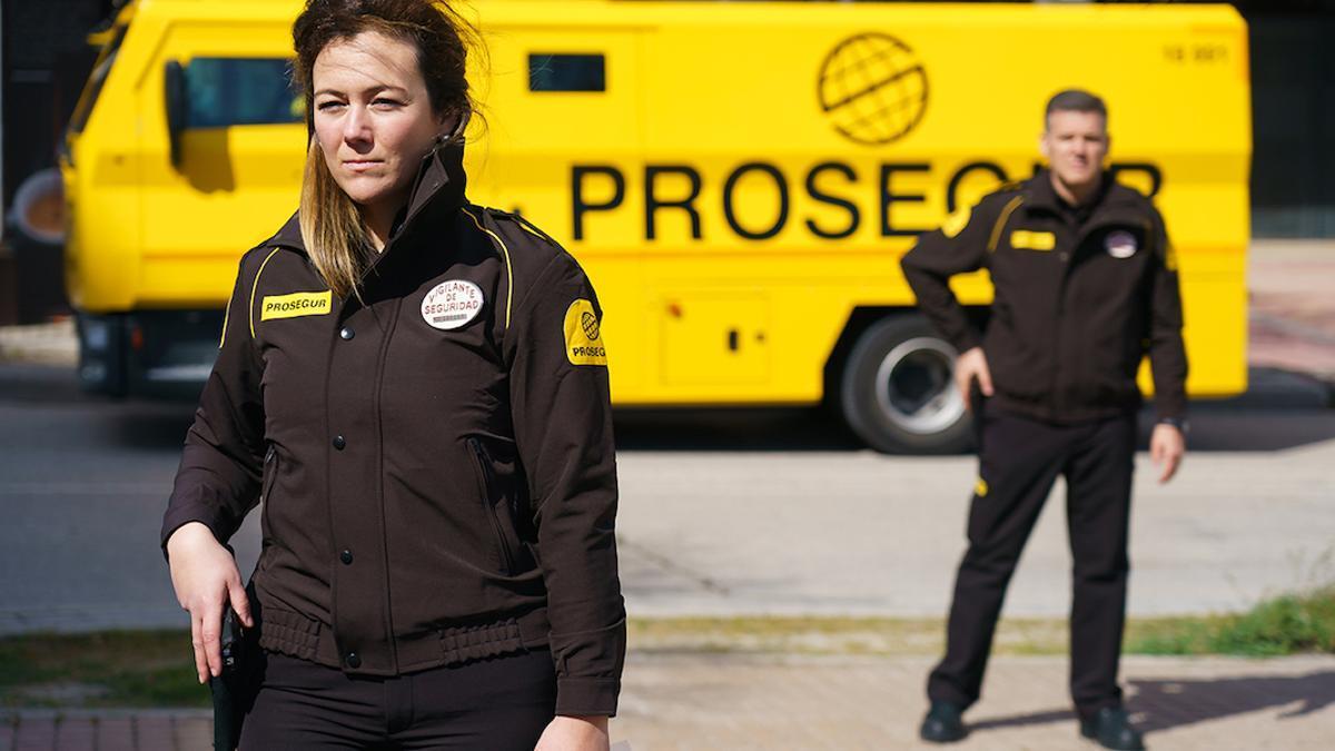 Vigilantes privados de la empresa Prosegur.