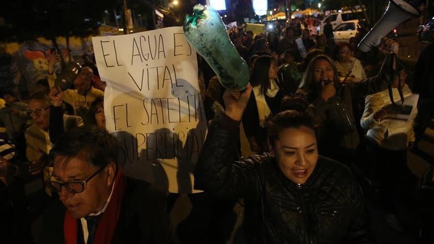 Centenares protestan contra Evo Morales y los racionamientos de agua en La Paz
