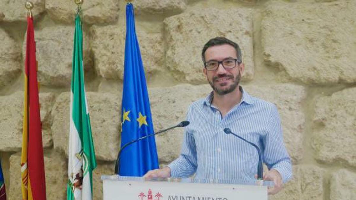 El concejal del PSOE José Antonio Romero, en la sala de prensa del Ayuntamiento