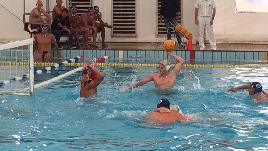 Imagen del encuentro disputado este sábado en la piscina M-86 de Madrid entre el Real Canoe y el Echeyde.