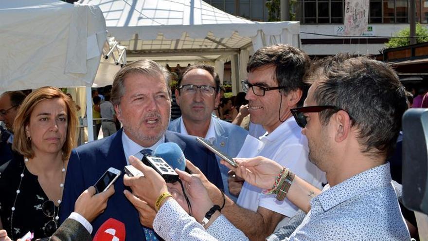 Méndez de Vigo y sindicatos docentes se reúnen para tratar el pacto educativo