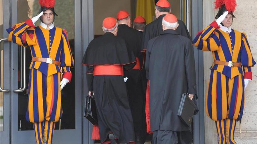 Los cardenales se reúnen hoy por última vez antes del cónclave de mañana
