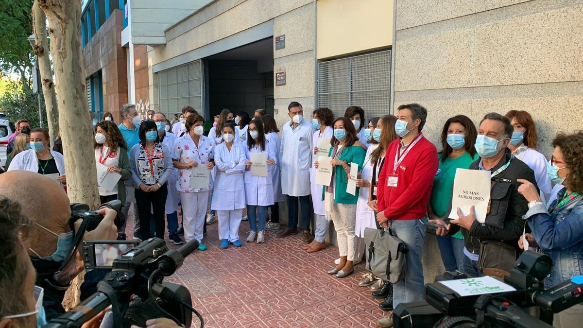 Concentración por la agresión al profesional sanitario de Santa Rosa
