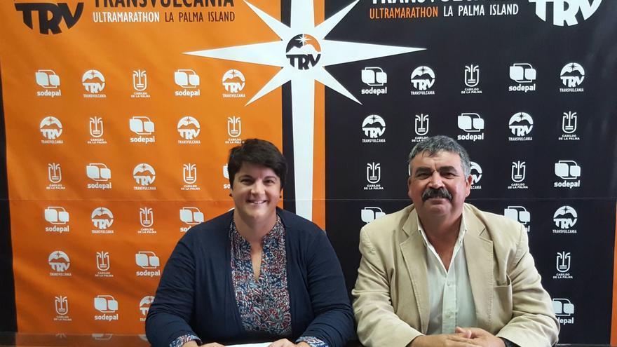 Ascensión Rodríguez, consejera de Deportes del Cabildo de La Palma, y Juan Manuel González, consejero de Medio Ambiente y Servicios.