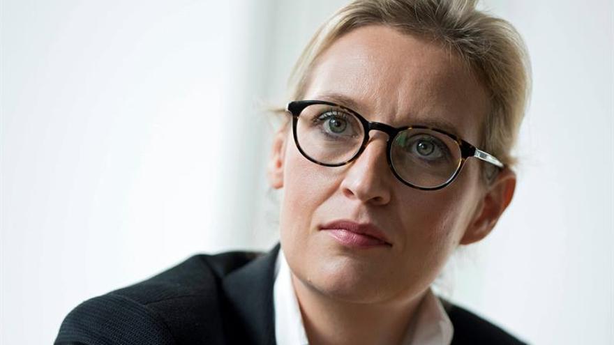 Acusan a la candidata ultraderechista alemana de emplear a una refugiada sin contrato