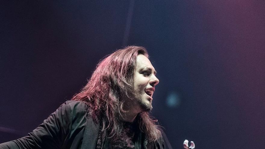 Baol Bardot Bulsara durante su primer concierto con TNT en el Oslo Spektrum Arena