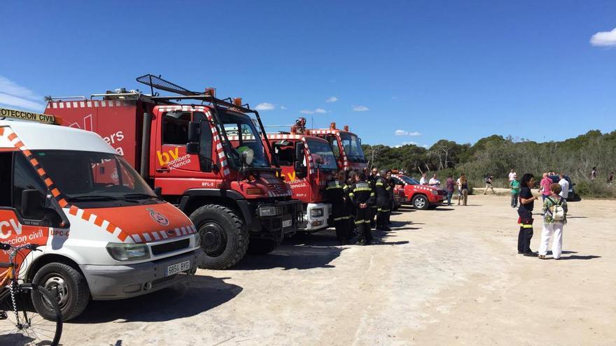 Efectivos de bomberos y Protección Civil en La Devesa