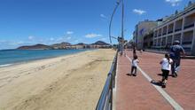 Playa de Las Canteras el pasado domingo, día en el que empezaron a salir los niños.