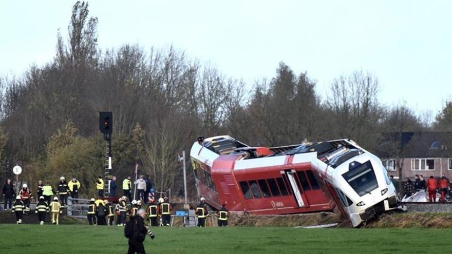 Un tren descarrila al chocar con un camión y deja varios heridos en Holanda