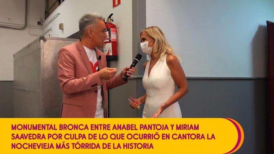Kiko Hernández y Cristina Cifuentes, en los pasillos de Mediaset