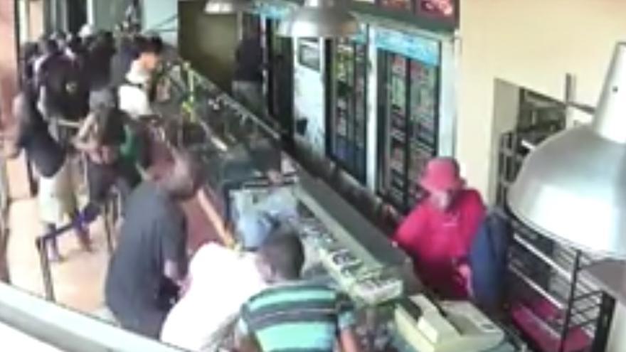 El vídeo falso del ataque a una cafetería en España por parte de refugiados: es Sudáfrica