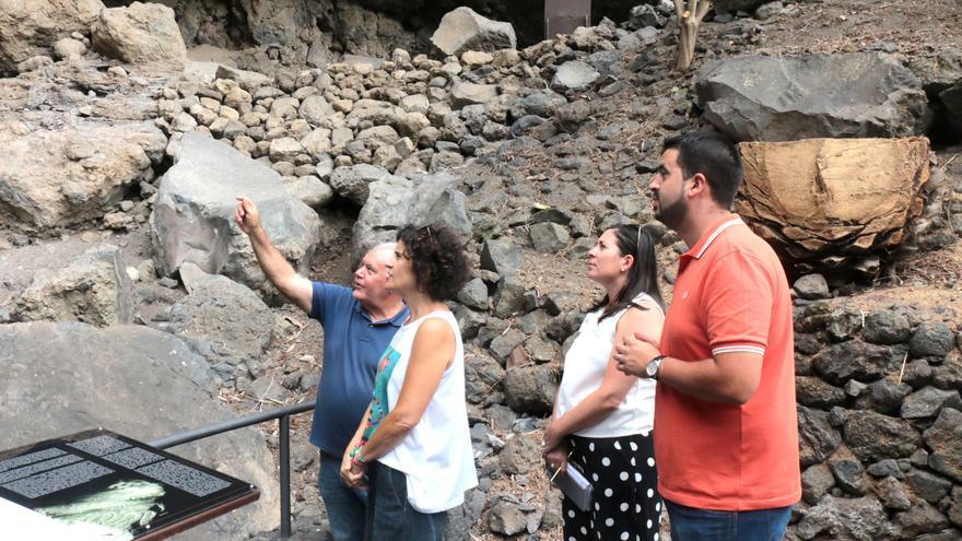 Un momento de la visita al Parque Arqueológico de Belmaco.