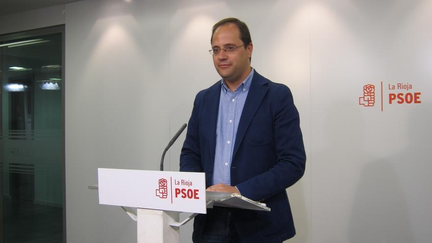 Luena exige convocar ya el Congreso del PSOE y critica la irresponsabilidad de permitir la investidura de Rajoy