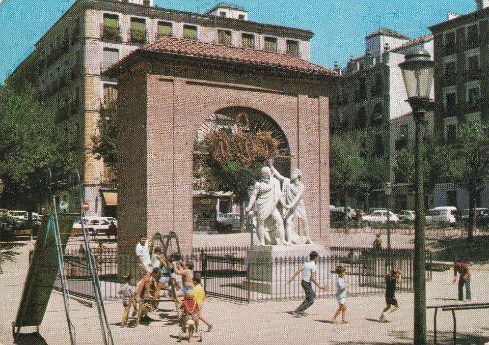 Imagen de la plaza del Dos de Mayo en 1969