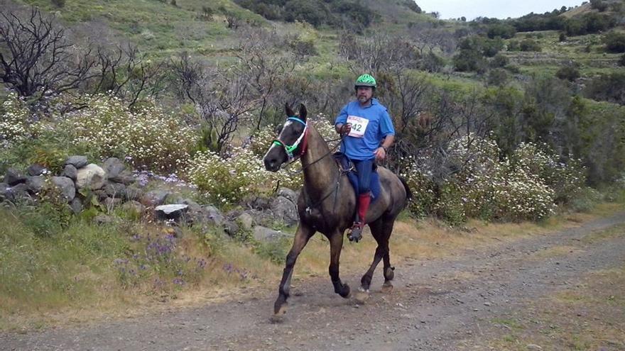Luciano Felipe Suárez, con su caballo 'Trufa'  se alzó con la victoria en la I Raid Villa de Mazo.