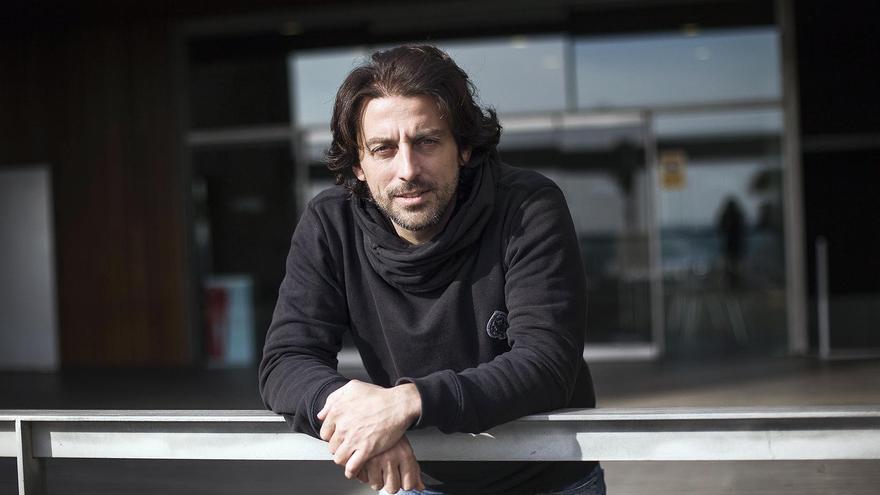 El investigador David Donaire en el Parc de Recerca Biomédica de Barcelona (PRBB).