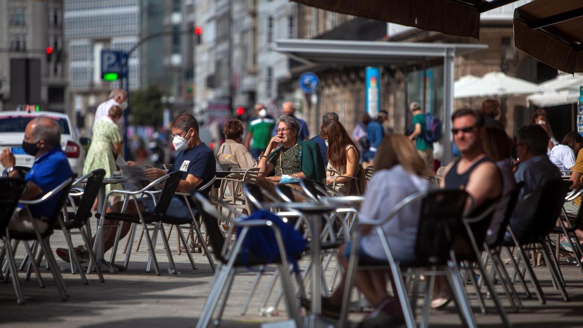 Clientes en terrazas en la ciudad de A Coruña.