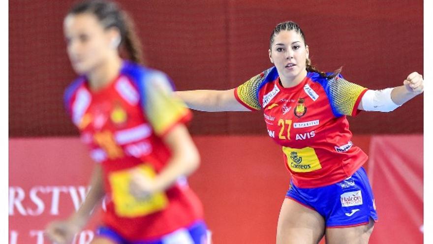 Alba vistiendo la camiseta de la selección española