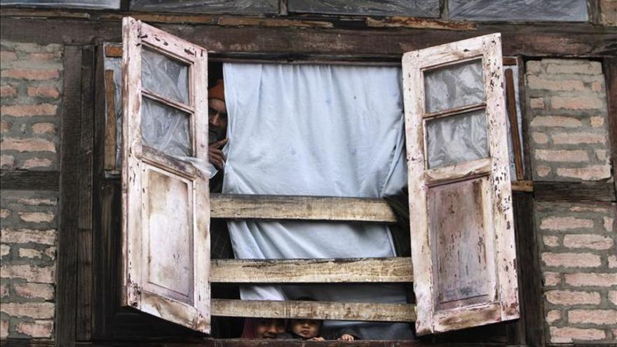 La policía india alerta a los ciudadanos ante una explosión nuclear en Cachemira