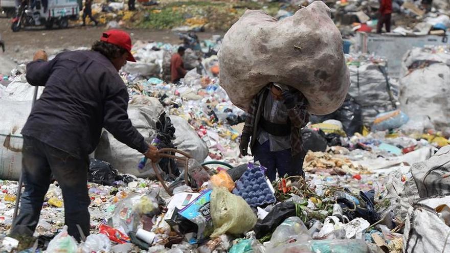 Vida de vertedero, la lucha entre desechos por un salario de subsistencia