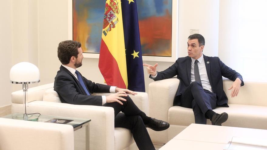Encuentro entre Pedro Sánchez y Pablo Casado, este lunes, en el Palacio de la Moncloa
