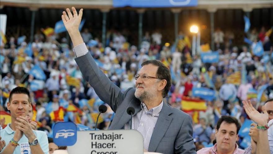 """Rajoy apremia al PP a ir """"hasta el último rincón"""" para conseguir mayorías"""