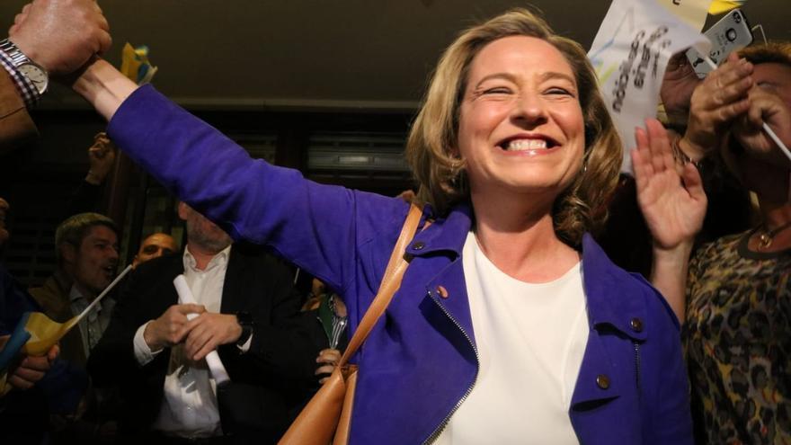 Ana Oramas muestra su alegría por los dos diputados conseguidos por CC al Congreso en la provincia tinerfeña