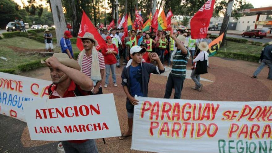 Miles de campesinos llegan a Asunción para protestar contra el presidente Cartes
