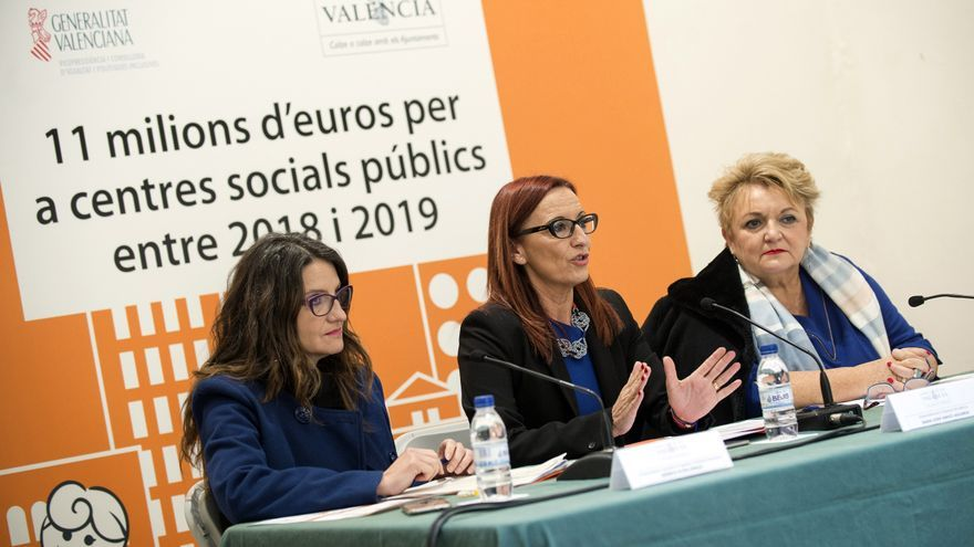 La vicepresidenta valenciana Mónica Oltra junto a la vicepresidenta de la Diputación de Valencia, Maria Josep Amigó, y la diputada provincial Mercedes Berenguer