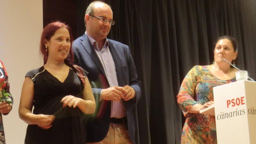 Patricia Hernández (i), Anselmo Pestana y María Dolores Padilla, este viernes en El Paso.