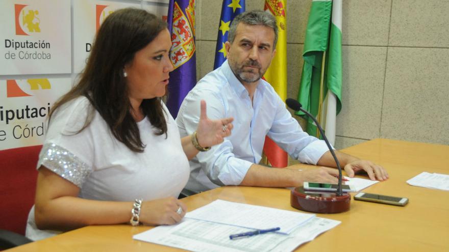 La portavoz del Grupo Socialista en la Diputación de Córdoba, Ana Carrillo, y el portavoz de Izquierda Unida en la institución provincial, Francisco Ángel Sánchez