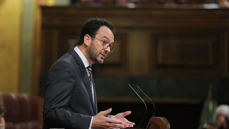 """PSOE avisa a Rajoy: Para ser maquinista de la UE no basta con que """"te pongan la gorra, hay que liderar y echar paladas"""""""