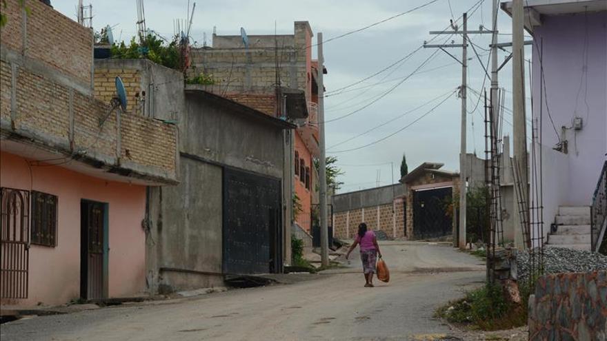 Hallan más fosas donde habitantes creen están cuerpos de 43 jóvenes mexicanos