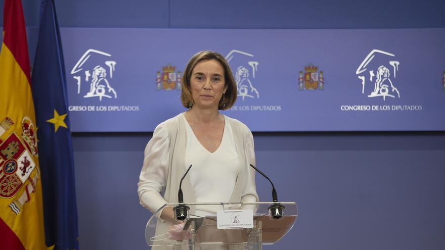 La portavoz del Grupo Parlamentario Popular en el Congreso, Cuca Gamarra, interviene en una rueda de prensa.