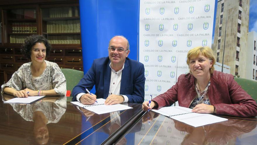 Firma del convenio entre el Cabildo de La Palma Padisbalta.
