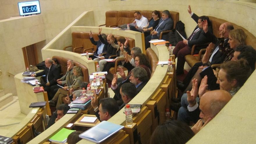 El bipartito saca adelante su segundo presupuesto, de 2.601 millones, con la abstención de Cs