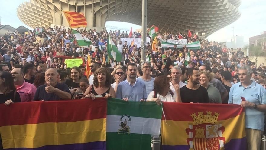 """Maíllo (IU) pide la dimisión de Rajoy y advierte de que el conflicto catalán """"no se puede resolver con represión"""""""
