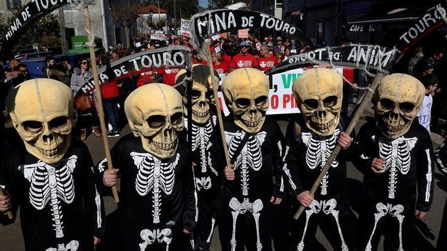 """Touro y O Pino rechazan una mina contraria a sus """"medios de vida"""" y su salud"""