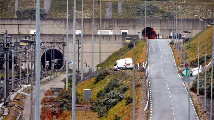 Final del Eurotunel del lado francés cerca a Calais, norte de Francia. / EFE.