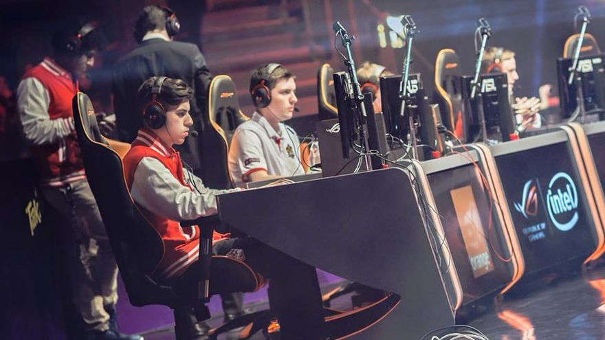 Jugadores del Mad Lions participando en la Superliga Orange