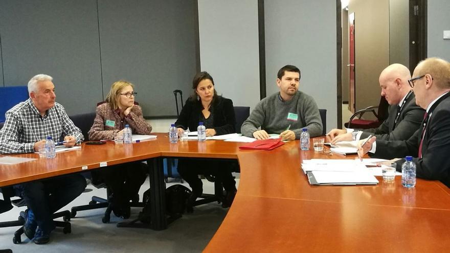 Víctimas del Alvia y Ana Miranda en una reunión con responsables de la Agencia Ferroviaria Europea